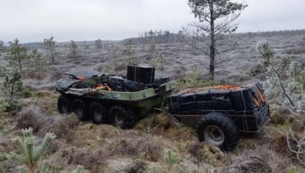 Литовские пограничники нашли в болоте автомобиль-амфибию с контрабандными сигаретами из Беларуси