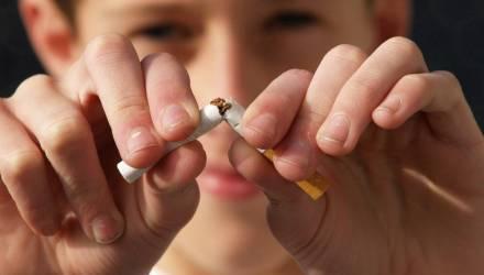 На Гомельщине 20-летний парень отобрал у девушки 8 пачек сигарет и теперь может сесть в тюрьму на 6 лет