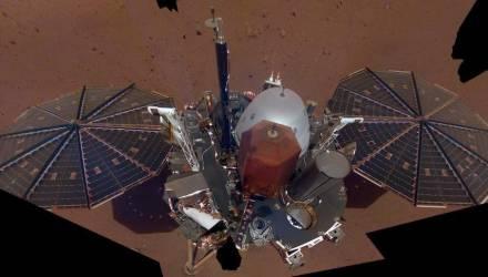 InSight прислал первое селфи с Марса