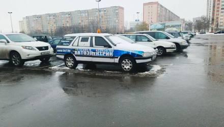 В Гомеле на парковке гипермаркета замечен интересный бронированный экземпляр Peugeot