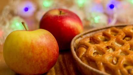 В агрогородке недалеко от Октябрьского белоруску угостили яблочком и украли у неё $17600