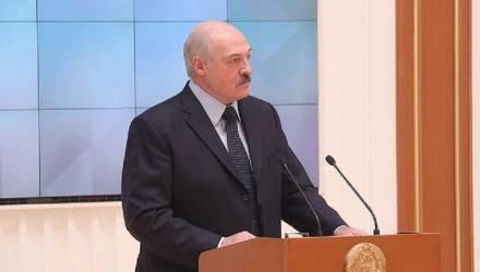 """Лукашенко предупредил, что Беларусь """"будут очень сильно пробовать на зуб"""""""