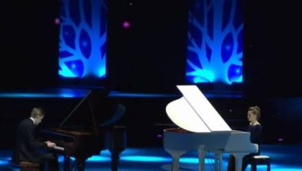 Николай Лукашенко сыграл на рояле на сцене. Президент прослезился (видео)
