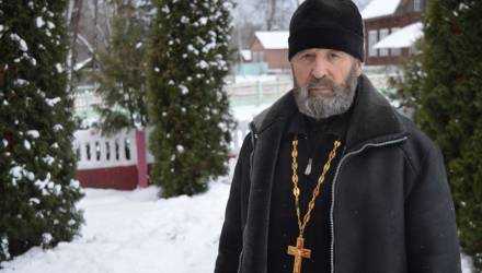 Бывший моряк построил в родной деревне на Гомельщине церковь и стал священником
