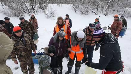 В Гомеле прошли соревнования по зимней ловле рыбы на мормышку (фото)