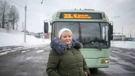«Чтобы успокоиться, ем конфеты». Водителем «дрифтующего» белорусского троллейбуса оказалась женщина!