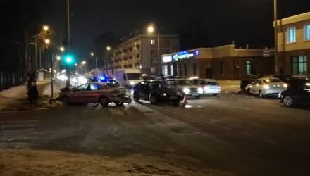 Тяжёлый четверг. В Гомеле в результате столкновения Skoda и Renault оказались повреждены 5 авто