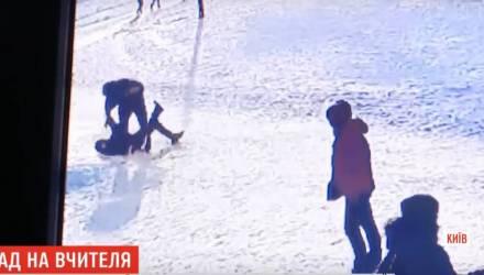 «Давай руку, я её отрежу». За что избили физрука в украинской школе и почему его коллеги готовят забастовку