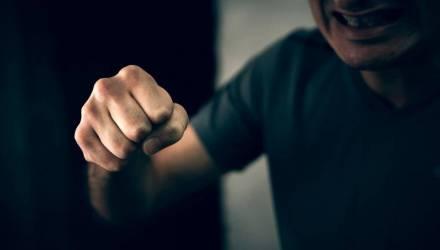 Пьяный белорус напал на вахтёршу, потому что она показалась ему «достойным противником для кулачного сражения»