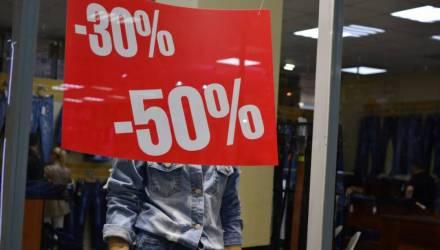«Торговли нет, но и закрыться — не вариант». Как живут ипэшники в гомельских торговых центрах