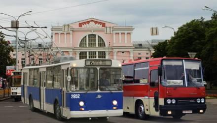 """Гомельчане просят власти сохранить последние троллейбус ЗиУ и автобус """"Икарус"""" в качестве исторического наследия"""