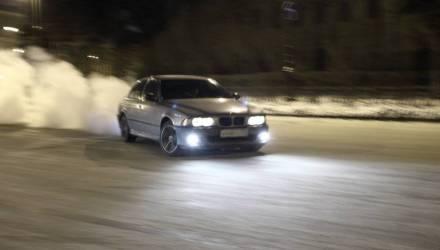 На Гомельщине водитель BMW решил дать взятку ГАИ из-за непристёгнутого ремня, тонировки и отсутствия права на управление