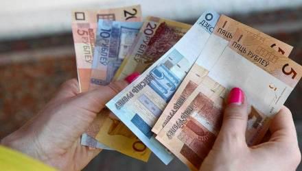 В Беларуси впервые обнаружили поддельные банкноты в 5 и 100 рублей