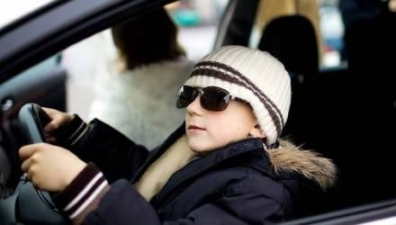 «Идти пешком было холодно». В Бобруйске 12-летний школьник угнал авто учителя