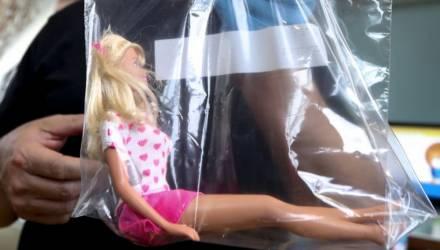 Кукла, оставленная у могилы девочки, помогла напасть на след убийцы через 20 лет