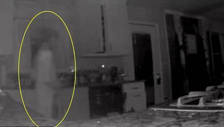Потерявшую сына мать парализовало от страха, когда она увидела запись с камеры