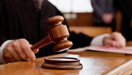В Жлобине вынесли приговор экс-директору спортшколы, который получал зарплату за фиктивного работника