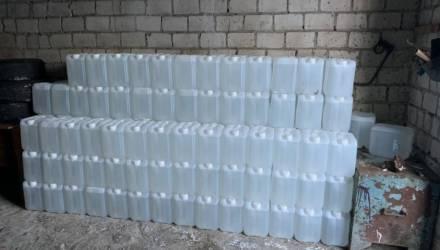 На Гомельщине около полуночи возле посёлка Рассвет задержали безработного с 2000 литрами водки и спирта