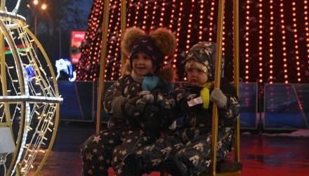 Песнями, играми и плясками встречали Старый Новый год на площади Ленина (фото)