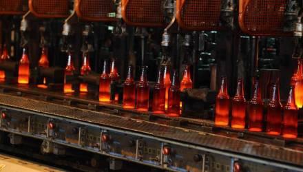 Завод по производству стеклотары открывается после реконструкции в Гомеле