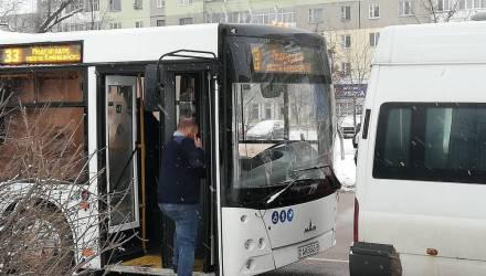 Фотофакт: в Гомеле новый автобус только вчера выехал на линию и уже столкнулся с маршруткой