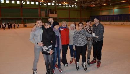 Вслепую вышли на лёд: в Гомеле для инвалидов по зрению прошёл необычный мастер-класс