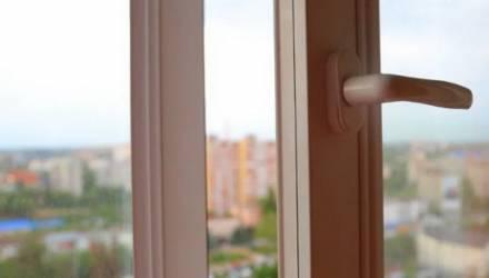 Белоруска столкнула своего парня с третьего этажа, но он выжил