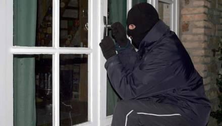 На Гомельщине закоренелый рецидивист провёл на свободе меньше месяца: ограбил несколько магазинов и едва не убил милиционера