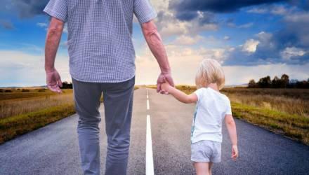 На Гомельщине мужчина развёлся с супругой и был лишён родительских прав, однако через суд требовал не мешать встречам с сыном