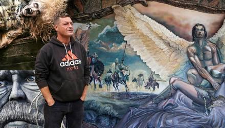 В новогоднюю ночь повесился владелец белорусской фэнтези-усадьбы, которого местные обвиняли в сатанизме