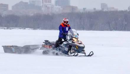 Ииху! Гомельские спасатели приглашают на праздник и обещают покатать граждан в санях на снегоходе