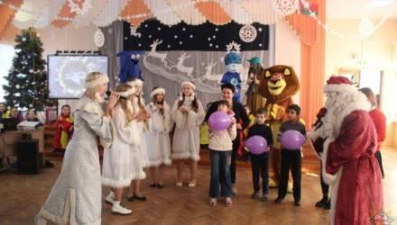 В Гомеле спасатели подарили воспитанникам школы-интерната новогодний праздник