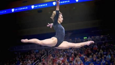 Американская гимнастка взорвала интернет своим шпагатом – видео