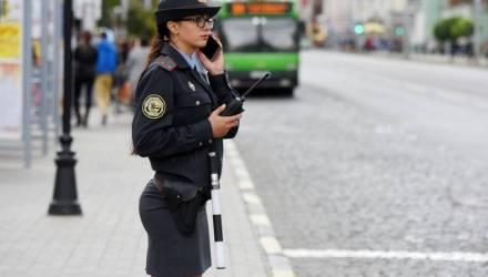 Как хрупкая на вид гомельчанка организовывает дорожное движение в Минске