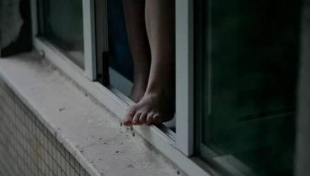 «Вика! Почему ты это сделала?» В Гомеле несовершеннолетняя выпала с 5-го этажа и разбилась насмерть