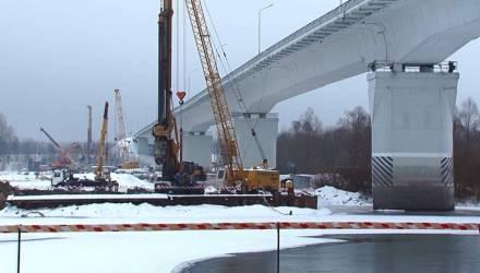 Под Гомелем началась установка опор нового автомобильного моста через Сож (видео)