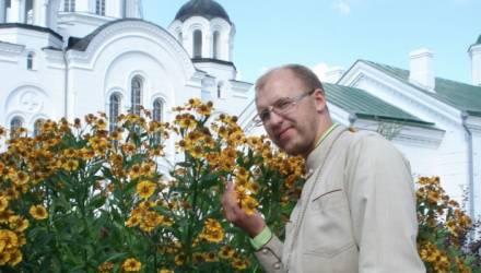 Белорусского священника лишили сана за «блудные отношения» с прихожанкой. Все встали на его защиту