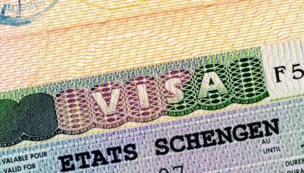 Шенгенскую визу получать будет проще, но не всем