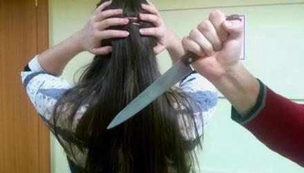 На Гомельщине мужчина после безуспешных попыток вернуть любовь зарезал бывшую одним ударом ножа