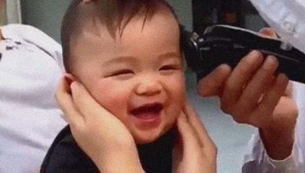 Заряд хорошего настроения: малыш рассмешил миллионы людей – видео