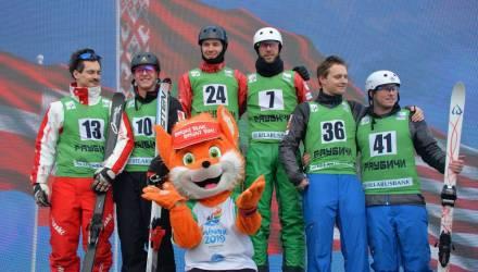 «Напоминает шоу». Кушнир с Башлаковым выиграли золото в синхронных прыжках в Раубичах