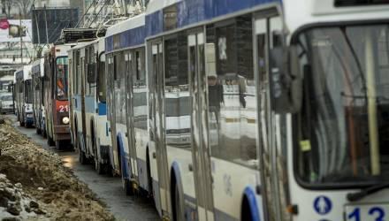 Сегодня на одной из центральных улиц Гомеля было нарушено движение троллейбусов, создалась пробка из машин