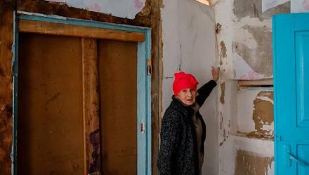 На Гомельщине пенсионерка требует новую квартиру и не желает идти на компромисс