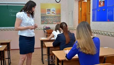 Выпускные экзамены увяжут с ЦТ. Министр образования рассказал, как разгрузят выпускников школ