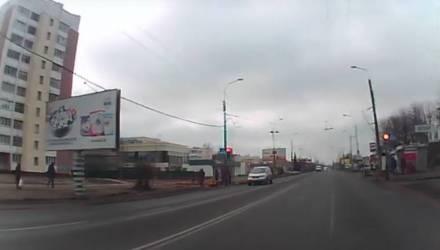 """Пешеходы – не кегли! В Гомеле ещё один водитель пролетел переход на """"красный"""""""