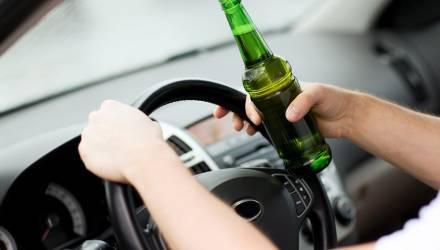Пьяный белорус угнал автомобиль сотрудницы райисполкома и поехал в магазин с товарищем. Так быстрее