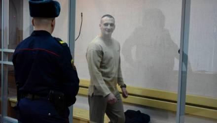 Прокурор запросил для мужчины, ранившего в троллейбусе в Гомеле троих милиционеров, 15 с половиной лет колонии