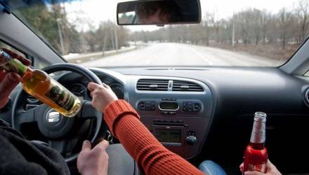 Пьяный белорус обучал дочь вождению, а после ДТП оказал сопротивление инспекторам