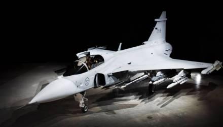 """Эксперт увидел глупость в словах о шведских истребителях, способных """"убивать"""" Су"""