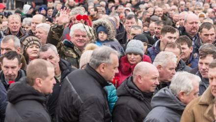 Митинг памяти прошел у монумента погибшим воинам-интернационалистам в Любенском микрорайоне Гомеля